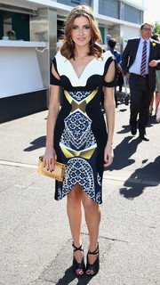 Kate Waterhouse looked oh-so-chic all the way down to her black cross-strap Tom Ford peep-toes.