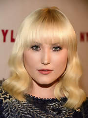 Hayley's platinum blonde locks looked totally old-Hollywood cool with this soft wavy style with blunt bangs.