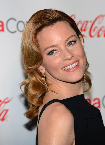 More Pics of Elizabeth Banks Gold Dangle Earrings (1 of 19) - Dangle Earrings Lookbook - StyleBistro
