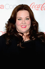 A vibrant fuchsia lip gave Melissa McCarthy a cool and sexy look on the red carpet.