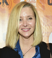 Lisa Kudrow kept it classic with this mid-length bob at the opening night performance of 'Quack.'