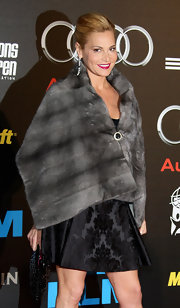 Simona Ventura looked fab in her gray fur scarf.