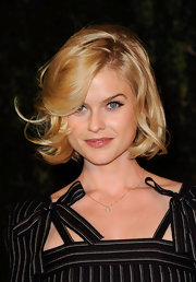 Alice Eve arrived at the Chanel and Charles Finch pre-Oscar Dinner wearing her hair in shiny tousled curls.