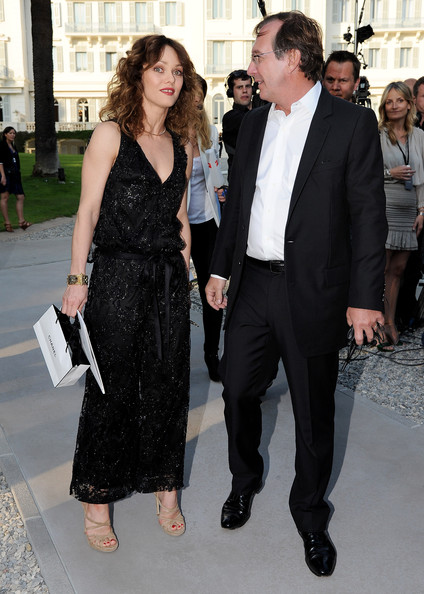 Vanessa Paradis paired her ankle length black lace dress with strappy nude suede sandals.