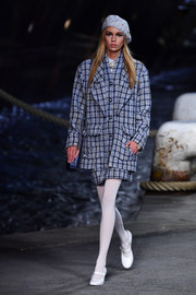 Stella Maxwell donned a baggy blue skirt suit for the Chanel Cruise runway show.