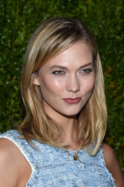 Karlie Kloss attended the Tribeca Film Festival Chanel dinner sporting her usual straight, shoulder-length tresses.