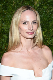 Lauren Santo Domingo went for fuss-free styling with this straight center-parted 'do at the Tribeca Film Festival Chanel dinner.