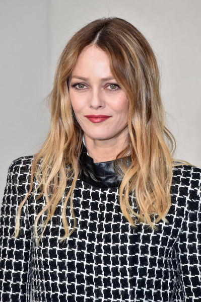 Vanessa Paradis attended the Chanel Haute Couture show wearing her hair in center-parted ombre waves.
