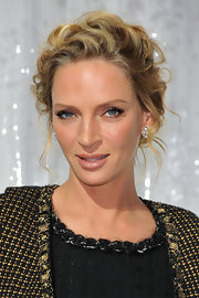 Uma Thurman wore her long, golden locks in pinned up curls to the Chanel spring/summer fashion show in Paris. The effect was tres elegant.