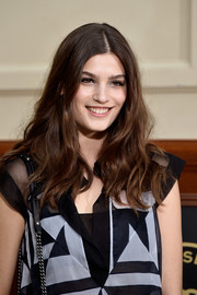Alma Jodorowsky wore her hair loose and wavy with a center part during the Chanel fashion show.