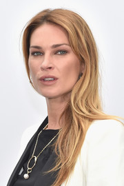 Erin Wasson wore her hair down in a casual center-parted style during the Chanel fashion show.