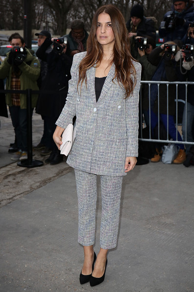 Joana Preiss chose a gray tweed pantsuit for the Chanel fashion show.