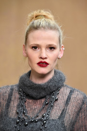 Lara Stone styled her hair into a messy top knot for the Chanel Fall 2018 show.