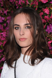 Sophie Auster's brunette tresses looked totally cool and casual when styled into a loose wavy 'do.