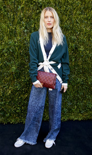 Dree Hemingway completed her baggy look with an oversized green cardigan.