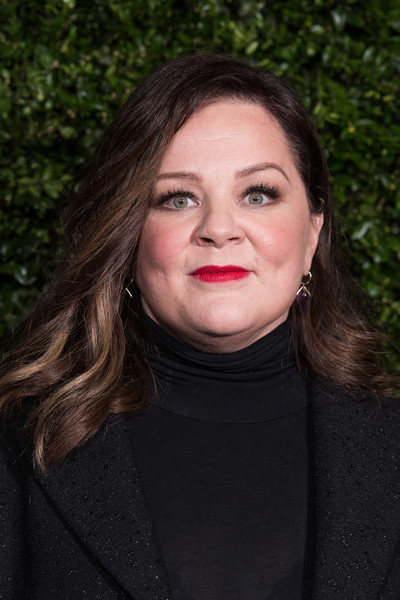 Melissa McCarthy wore her hair in a gently wavy style at the Charles Finch and Chanel pre-BAFTA dinner.