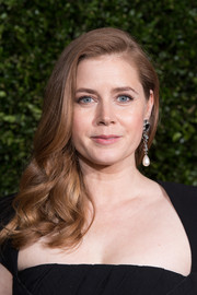 Amy Adams looked lovely with her side-swept waves at the Charles Finch and Chanel pre-BAFTA dinner.