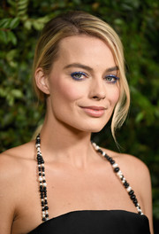 Margot Robbie prettied up her eyes with bright blue shadow.