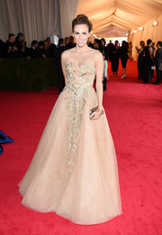 Keltie Knight looked enchanting in an embellished nude Reem Acra gown during the Met Gala.