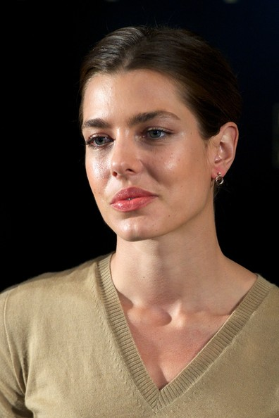 Charlotte Casiraghi accessorized with a cute pair of door-knocker earrings at the 'El Arte de Cartier' exhibition opening.