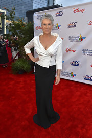 This simple long black skirt elongated Jamie Lee Curtis' figure.