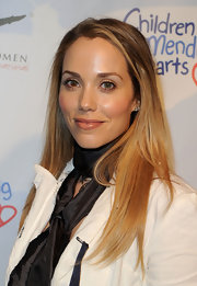 Elizabeth Berkley's eyes were glowing with bronze eyeshadow on her lids.