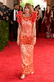 Anna Wintour kicked off the Met Gala looking every bit the fashion queen in her floral-beaded Chanel Couture gown.