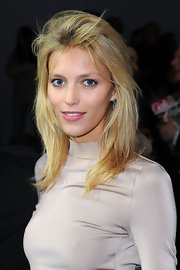 Anja Rubik looked cool at the Chloe fashion show with this tousled layered 'do.