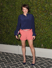 Elisabeth Moss achieved a striking color combo by pairing salmon-pink shorts with her blue blouse.