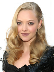 Amanda Seyfried showed off her retro side with a shiny shade of plum lip gloss.