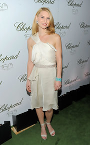Claire Danes paired her pleated white dress with a pair of ankle strap peep-to sandals.
