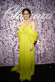 Araya A. Hargate glammed up in a draped yellow off-the-shoulder gown by Giambattista Valli Couture for the Chopard Love Night dinner.