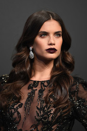 Sara Sampaio nailed goth elegance with her dark lip.