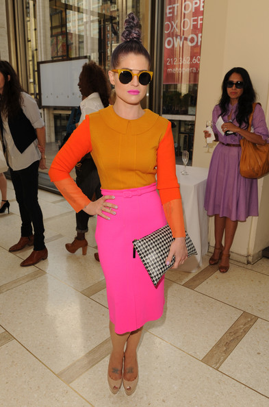 More Pics of Kelly Osbourne Round Sunglasses (7 of 17) - Kelly Osbourne Lookbook - StyleBistro