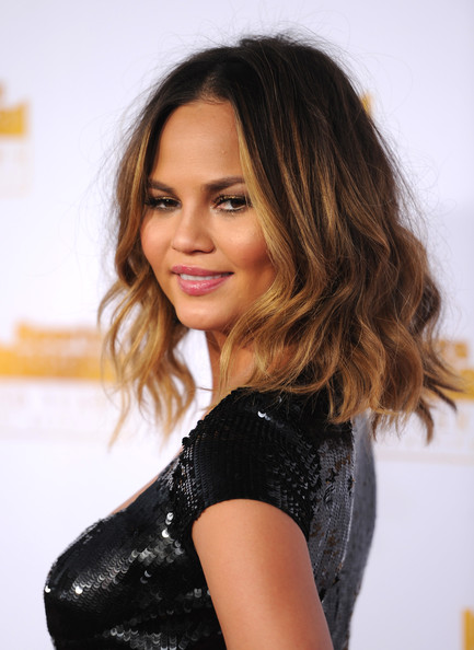 Chrissy Teigen Medium Wavy Cut