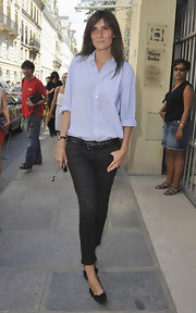 Emmanuelle Alt looked fresh in a crisp button-down shirt and skinny jeans at the Christian Dior show in Paris.