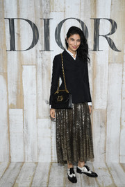 A black leather bag with a gold chain strap completed Caroline Issa's ensemble.