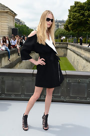 Tanya Dziahileve rocked a black and white lo\ok at the Christian Dior Haute Couture show.