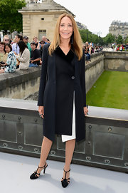Marisa Berenson kept her look classic and sophisticated with this sleek navy coat.