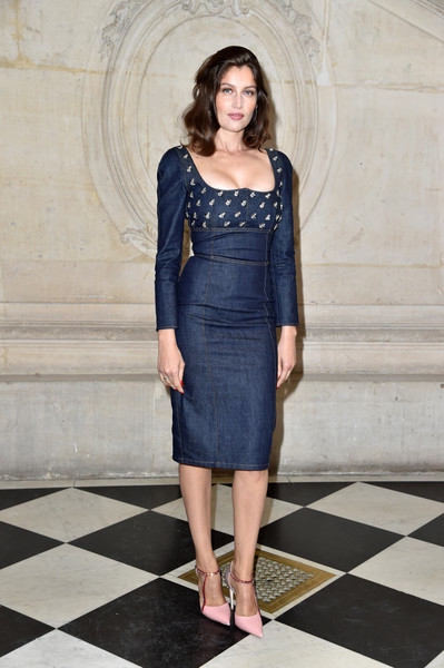 Laetitia Casta styled her dress with a pair of crystal-adorned pink pumps.