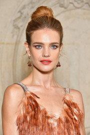Natalia Vodianova kept it classic with this high bun at the Dior Spring 2018 show.