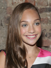 Maddie Ziegler wore a side-swept hairstyle at the Christian Siriano Spring 2016 show.