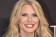 Christie Brinkley Medium Wavy Cut