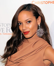 Selita Ebanks looked absolutely stunning at a gala in New York. The Victoria's Secret Model paired her gleaming earrings with hot red lipstick and long flowing curls.