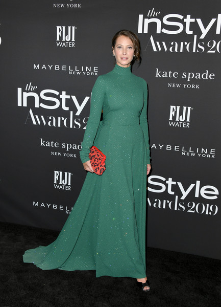 Christy Turlington Burns Printed Clutch [clothing,green,dress,carpet,premiere,red carpet,formal wear,fashion model,fashion,a-line,arrivals,christy turlington burns,instyle awards,fifth annual instyle awards,the getty center,los angeles,california]