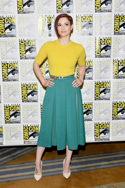 Chyler Leigh Full Skirt [clothing,yellow,dress,green,fashion,cocktail dress,footwear,premiere,waist,fashion design,chyler leigh,line,supergirl press,supergirl press line,san diego,california,hilton bayfront,comic-con international,comic-con international 2018]