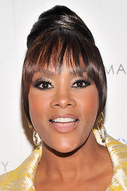 A super shiny lip gloss gave Vivica A. Fox a soft and feminine look on the red carpet.