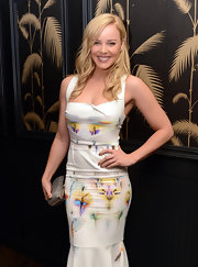 Abbie Cornish's snakeskin hard case clutch was a textured contrast to her lightly-printed white fit-and-flare gown.