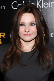 Abigail Breslin wore her darkened tresses in long smooth layers while attending a screening of 'The Hunger Games.'