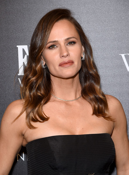 Jennifer Garner looked downright elegant wearing this Old Hollywood 'do at the screening of 'Wakefield.'